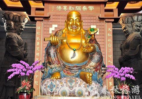 愿地藏王菩萨,神像以巴西白玉雕刻成,坐于刻著六道图相的莲台,这图片