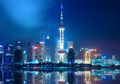 东方明珠广播电视塔由三根直径为9米的擎天立柱
